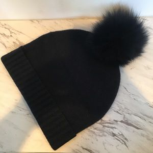 360 Etc. Cashmere beanie with Fur Pom